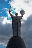 Het monument van het vaderland in Kyiv stock afbeeldingen