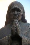 Het monument van moederteresa in Skopje stock afbeelding
