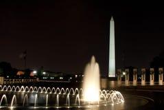 Het Monument van Washington en het Gedenkteken van WO.II Stock Foto