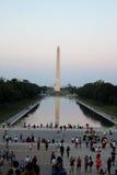 Het monument van Washington en het wijzen van op pool Royalty-vrije Stock Fotografie