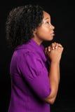 Het mooie Afrikaanse Amerikaanse Vrouw Bidden Stock Afbeelding
