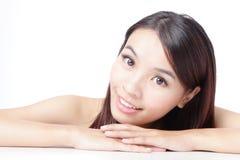 Het mooie Aziatische gezicht van de vrouwenglimlach Stock Fotografie