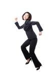 Het mooie bedrijfsvrouwen gelukkige lopen en sprong stock foto