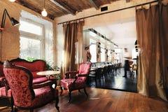 Het mooie binnenland van het wijnrestaurant Stock Foto