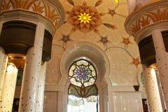 Het MOOIE BINNENmuurontwerp in de grootste moskee van de V.A.E, SJEIK ZAYED GRAND MOSQUE bepaalde van in ABU DHABI de plaats royalty-vrije stock foto