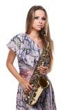 Het mooie blonde meisje spelen op saxofoon. Royalty-vrije Stock Afbeelding