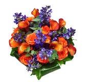 Het mooie boeket van sinaasappel nam en kalas toe Stock Foto's