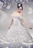 Het mooie bruid stellen Stock Foto