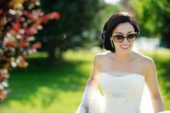 Het mooie bruid stellen royalty-vrije stock afbeeldingen