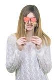 Het mooie de harten van de vrouwenholding glimlachen Stock Afbeelding