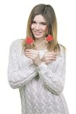 Het mooie de harten van de vrouwenholding glimlachen Royalty-vrije Stock Afbeeldingen