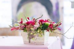 Het mooie decor van bloemenboeketten Stock Afbeelding