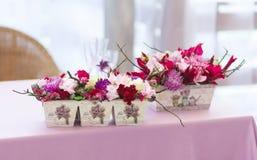 Het mooie decor van bloemenboeketten Royalty-vrije Stock Afbeeldingen