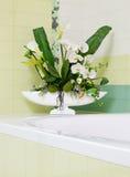 Het mooie decor van de orchideebloem in badkamersontwerp Royalty-vrije Stock Afbeelding