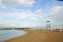 Het mooie die strand langs de kust van Conero in wordt gevestigd brengt in de war Stock Afbeeldingen