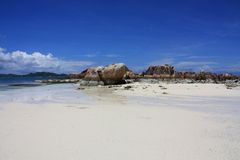 Het strand van D'or van de kooi, Praslin, Seychellen Royalty-vrije Stock Foto's