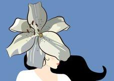 Het mooie donkerbruine die portret van het vrouwenprofiel op blauwe achtergrond wordt ge?soleerd De grote witte lelie als hoed be stock illustratie