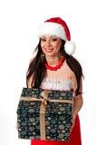Het mooie donkerbruine Meisje van de Kerstman met Kerstmis huidig in handen  Stock Afbeeldingen