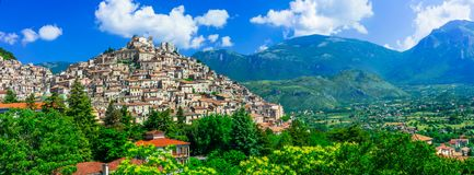 Het mooie dorp van Morano Calabro, Calabrië, Italië stock foto's