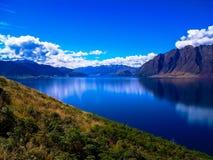 Het mooie en idyllische Meer Hawea, Zuideneiland, Nieuw Zeeland stock afbeeldingen