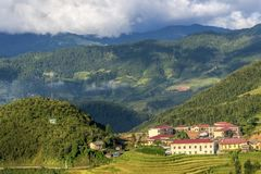 Het mooie gebied van het rijstterras op heuvel in Noordelijk Vietnam royalty-vrije stock afbeelding