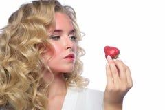 Het mooie gezicht van de blondevrouw met roze make-up Stock Foto
