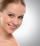 Het mooie gezichts gezonde jonge vrouw glimlachen royalty-vrije stock afbeeldingen