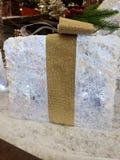 Het mooie goud en het wit van de Kerstmisdecoratie stock foto's