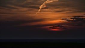 Het mooie gouden uur van zonsondergangwolken van de aard van het zon plaatsende gebied timelapse stock video