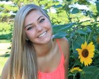 Het mooie Hogere Meisje van de Blondemiddelbare school Openlucht Stock Foto