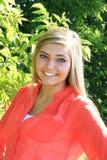 Het mooie Hogere Meisje van de Blondemiddelbare school Openlucht Stock Foto's