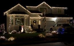 Het mooie huis van de Kerstmisverlichting Stock Foto