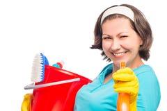 Het mooie huisvrouw glimlachen leidt de nevel royalty-vrije stock afbeelding