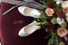 Het mooie huwelijksboeket van bloemen Bordeaux nam toe Royalty-vrije Stock Fotografie