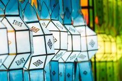 Het mooie internationale lantaarn verlichten in nacht Stock Afbeeldingen