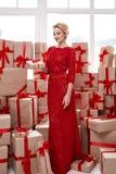 Het mooie jonge blonde rood van de de avondsamenstelling van het vrouwenhaar heldere royalty-vrije stock fotografie