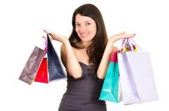 Het mooie jonge donkerbruine het glimlachen vrouw winkelen royalty-vrije stock fotografie
