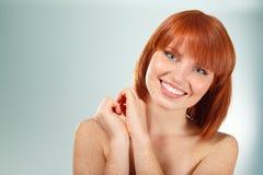 Het mooie jonge glimlachen van de vrouw Stock Afbeelding