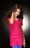 Het mooie, jonge meisje met een stromend haar Stock Afbeelding