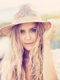 Het mooie jonge meisje, vormt uitstekende kleur Royalty-vrije Stock Fotografie