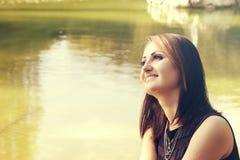 Het mooie jonge vrouw glimlachen Royalty-vrije Stock Afbeelding