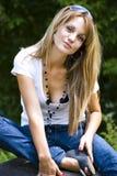 Het mooie jonge vrouw stellen royalty-vrije stock fotografie