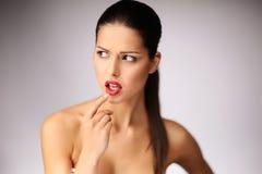 Het mooie jonge vrouw stellen. Royalty-vrije Stock Foto's