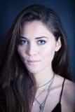 Het mooie jonge vrouw stellen Royalty-vrije Stock Foto's