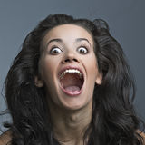 Het mooie krankzinnige vrouw gillen Royalty-vrije Stock Afbeelding