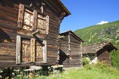 Het mooie landelijke landschap met chalet dichtbij Zermatt royalty-vrije stock afbeeldingen