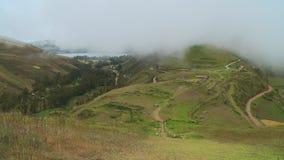 Het mooie landschap en de bewolkte hemel stock footage