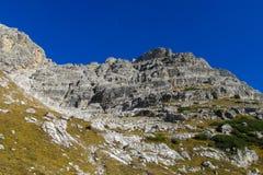 Het mooie landschap van de de bergen gele herfst van Dolomietalpen rotsachtige Stock Foto's