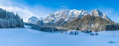 Het mooie landschap van de de winterberg in de Beierse Alpen, Beieren, Duitsland Stock Foto's