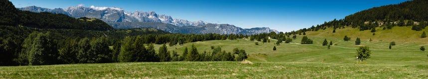 Het mooie landschap van de de zomerberg Stock Foto's